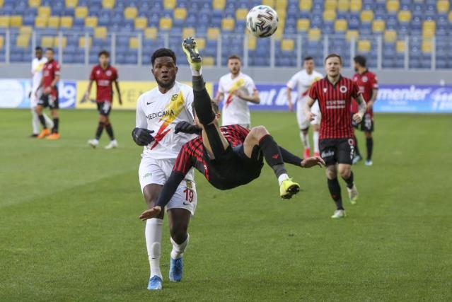 2 golün atılıp 2 kırmızı kartın çıktığı maçta Gençlerbirliği ile Yeni Malatyaspor 1-1 berabere kaldı