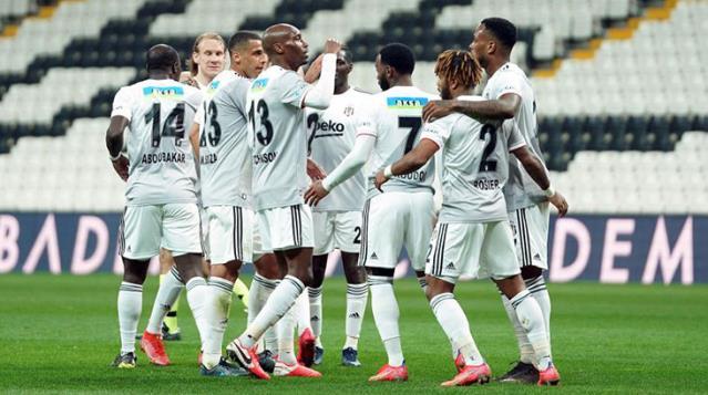 Beşiktaş sahasında Denizlispor'u 3-0 mağlup ederek zirveye yeniden ortak oldu