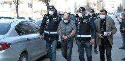 Zimmetine 5 milyon lira geçiren icra müdür yardımcısı ile bir şüpheli tutuklandı